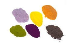 Imagen de las pilas del polvo del colorante alimentario Assorted aisladas en el fondo blanco Fotos de archivo libres de regalías