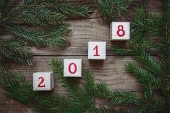 Imagen de las puntillas y de los cubos del árbol de navidad con el número 2018 Imágenes de archivo libres de regalías
