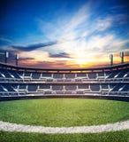 Imagen de las técnicas mixtas del estadio de fútbol vacío del fútbol Foto de archivo