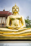 Imagen de oro de Buda en el templo, Tailandia Foto de archivo