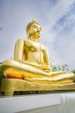 Imagen de oro de Buda en el templo, Tailandia Foto de archivo libre de regalías