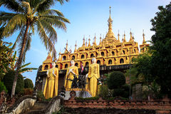 Imagen de oro de buddha Imagen de archivo libre de regalías