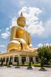 Imagen de oro grande de la estatua de Buda Tailandia Imagen de archivo