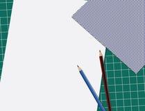 Imagen de papel en el cojín de la losa con dos lápices Fotos de archivo libres de regalías