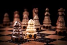 Imagen de un ajedrez, una contra todo el concepto Imágenes de archivo libres de regalías