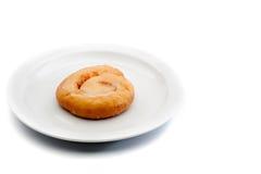 Imagen de un bocado dulce en una placa blanca Fotos de archivo