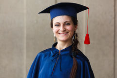 Imagen de un graduado joven feliz Imágenes de archivo libres de regalías