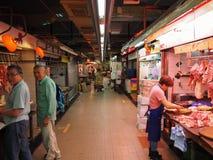 Imagen de un mercado de la comida dentro de un edificio cerca de la central del camino de Lok Ku Road/de la reina en Hong foto de archivo