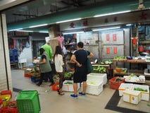 Imagen de un mercado de la comida dentro de un edificio cerca de la central del camino de Lok Ku Road/de la reina en Hong imagen de archivo