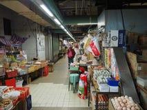 Imagen de un mercado de la comida dentro de un edificio cerca de la central del camino de Lok Ku Road/de la reina en Hong imagen de archivo libre de regalías