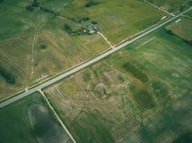 imagen del abejón vista aérea de la zona rural con los campos y los bosques - Foto de archivo libre de regalías