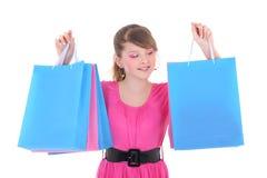 Imagen del adolescente feliz en rosa con los bolsos de compras Imagenes de archivo
