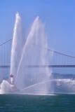Imagen del barco de puente Golden Gate y del fuego Imagen de archivo libre de regalías