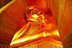Imagen del color oro Buda en el templo Bangkok Tailandia Fotografía de archivo