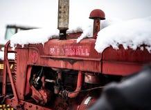 Imagen del color del tractor de Farmall foto de archivo