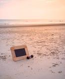 imagen del concepto del viaje de la pizarra y de los sandglass para i creativo Foto de archivo
