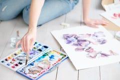 Imagen del dibujo de la muchacha de la expresión del talento del arte del ocio fotos de archivo libres de regalías
