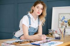 Imagen del dibujo de la muchacha de la expresión del talento del arte del ocio imagenes de archivo