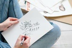 Imagen del dibujo de la muchacha de la expresión del talento del arte del ocio fotografía de archivo libre de regalías