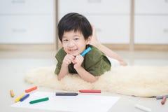 Imagen del dibujo del niño con el creyón Fotos de archivo libres de regalías