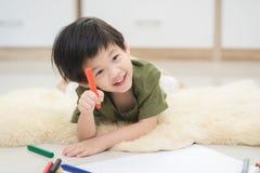 Imagen del dibujo del niño con el creyón Imagen de archivo libre de regalías