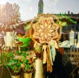 Imagen del escaparate del café con el colector ideal en él imagen de archivo