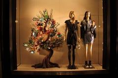 Imagen del escaparate - diciembre de 2018 - por Louis Vuitton en el Galleria Vittoio Manuel II en Milán fotografía de archivo libre de regalías
