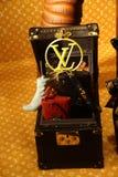 Imagen del escaparate - diciembre de 2018 - por Louis Vuitton en el Galleria Vittoio Manuel II en Milán imagen de archivo libre de regalías