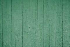 Imagen del fondo hecha de viejos tableros de madera verdes imagenes de archivo