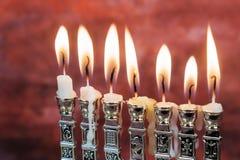 Imagen del fondo judío de Jánuca del día de fiesta con el menorah tradicional Fotografía de archivo