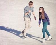 Imagen del grupo de adolescentes en el hielo Imágenes de archivo libres de regalías
