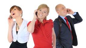 Imagen del hombre y de la mujer con los teléfonos celulares Imágenes de archivo libres de regalías