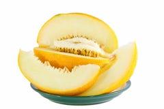 Imagen del melón maduro amarillo en una placa Fotos de archivo libres de regalías