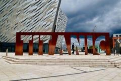 Imagen del museo titánico en Belfast fotos de archivo libres de regalías