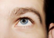 Imagen del ojo azul del ` s del hombre Fotos de archivo libres de regalías