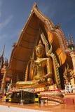 Imagen del oro Buddha del color en la glorieta Foto de archivo