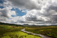 Imagen del paisaje del campo a las montañas Fotografía de archivo