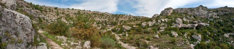 Imagen del panorama de la necrópolis de Pantalica Fotografía de archivo libre de regalías