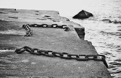 Imagen del primer del cadenas aherrumbradas viejas imágenes de archivo libres de regalías