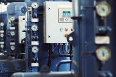 Imagen del primer de barómetros en la planta industrial de la cervecería imágenes de archivo libres de regalías