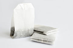 Bolsitas de té en la tabla blanca Fotografía de archivo libre de regalías