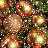 Imagen del primer de las bolas brillantes y hermosas de la Navidad Fotografía de archivo