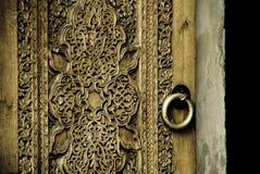 Imagen del primer de puertas antiguas fotos de archivo