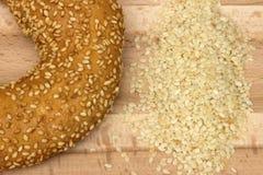 Imagen del primer de un pan del panecillo con las semillas de sésamo foto de archivo libre de regalías