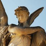 Imagen del vintage de un ángel triste en un cementerio Fotografía de archivo