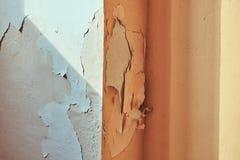 Imagen del yeso destructivo en la pared del edificio foto de archivo libre de regalías