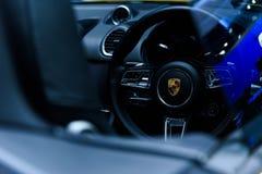 Imagen dentro del coche del caimán de Porsche 718 Foto de archivo libre de regalías