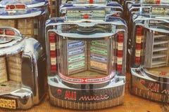 Imagen diseñada retra de las pequeñas máquinas tocadiscos de la pared del vintage en años 50 Foto de archivo libre de regalías