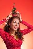 Imagen divertida de los días de fiesta del Año Nuevo y de la Navidad con el modelo Imagen de archivo libre de regalías