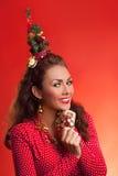 Imagen divertida de los días de fiesta del Año Nuevo y de la Navidad con el modelo Foto de archivo